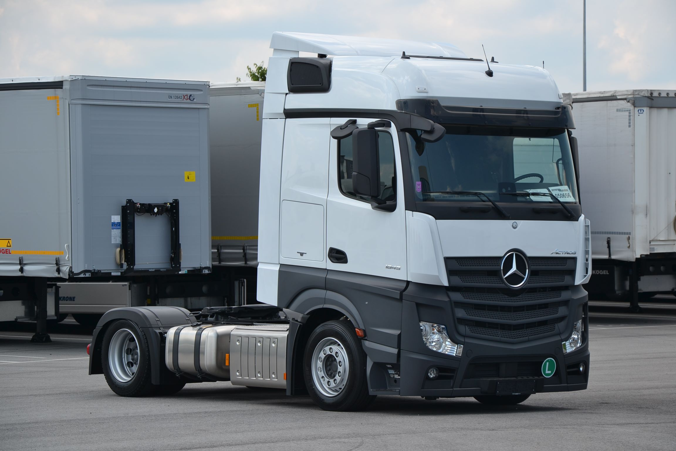 Mercedes Benz Mega tractor unit 050656-1