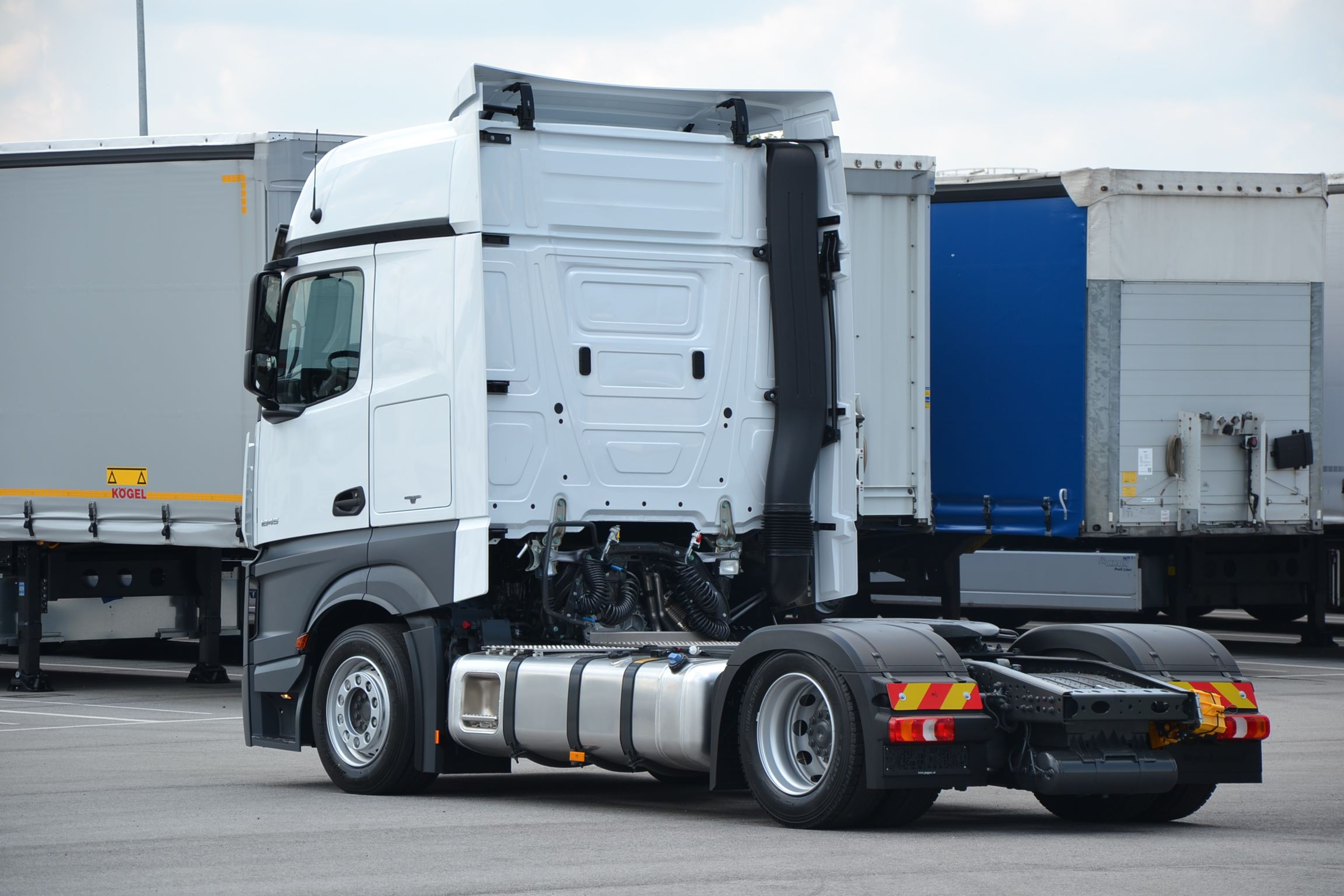 Mercedes Benz Mega tractor unit 050656-2